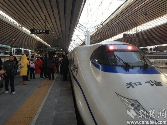 g508次动车组抵达北京西站