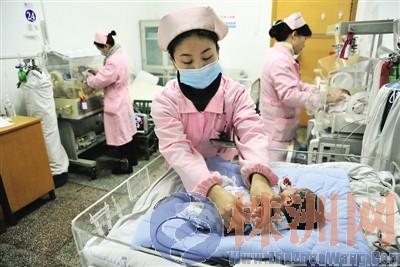 焦点人物之六:三胞胎男婴   19日晚11时许,市人民医院产科...
