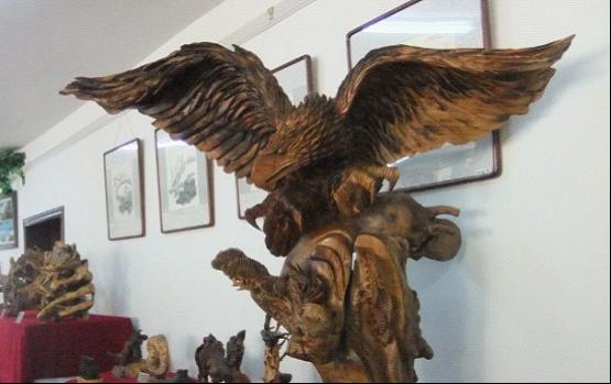 走进 中国根艺之乡 扎兰屯 看天然根雕艺术展