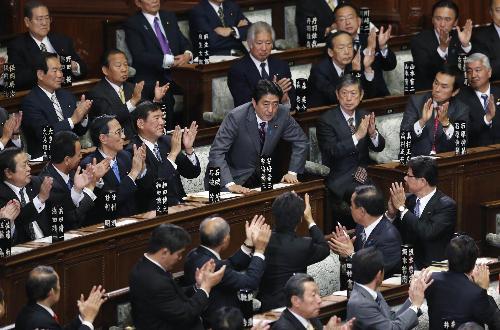 安倍正式当选日本新一届首相