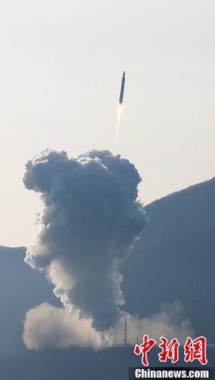 """当地时间1月30日下午4时(北京时间下午3时),韩国首枚运载火箭""""罗老""""号(KSLV-I)发射升空。图片来源:CFP视觉中国"""