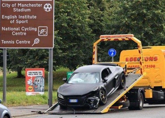 2010年也曾出车祸,撞毁一辆奥迪r8.高清图片