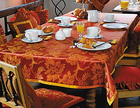 欧式桌布搭配白色餐具