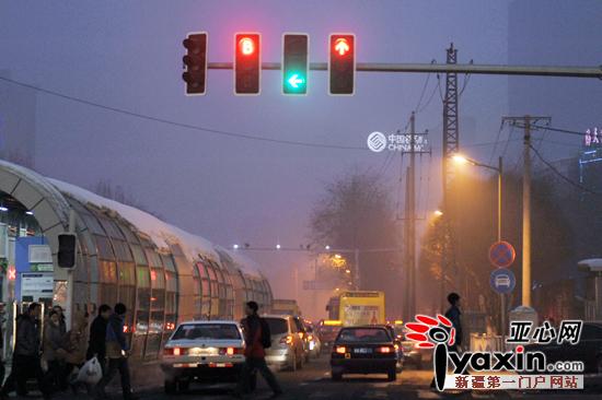 马路红绿灯简笔画