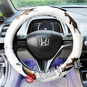 光脚开车很危险 夏天 一些车主图凉快