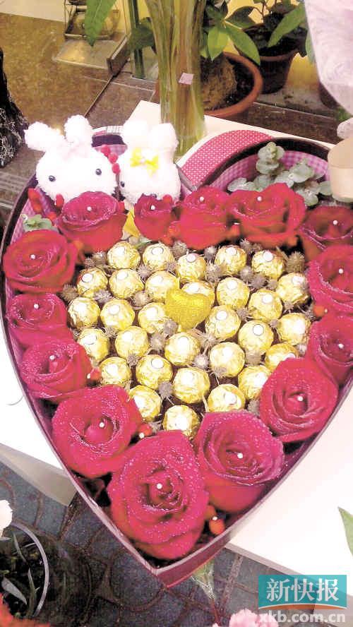 欧式仿真插花等种类可供选择,其中蓝色妖姬,紫玫瑰,心形巧克力系列都
