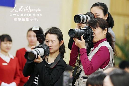 摄像女记者图