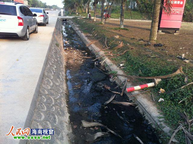 儋州一中学公共厕所因无水上锁 被严厉批评