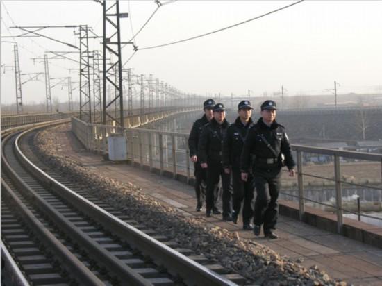 秦皇岛铁路公安处严密措施保重载运输安全