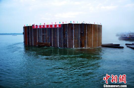 长江中游浮运到位(图)