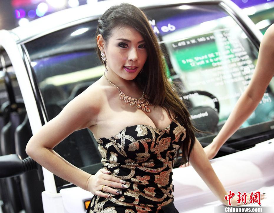 泰国车模美色举行国际车展上演性感v车模ian佳林性感图片