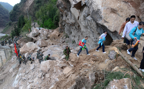 20日,四川雅安芦山县发生7.0级地震.其中芦山县的龙门乡、宝盛乡...图片 337167 550x342