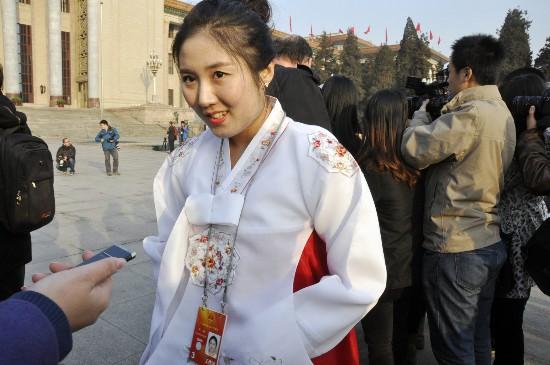 严楠接受记者采访 人民网记者 赵晶
