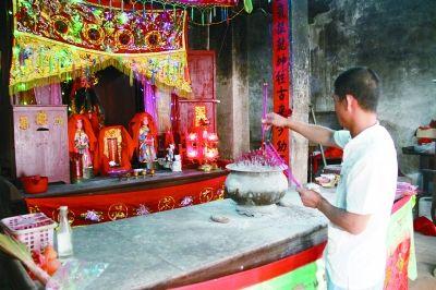 硇洲岛祭祀陆秀夫的庙宇香火不断。