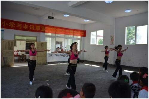 庆六一 重庆电讯职业学院心系留守儿童