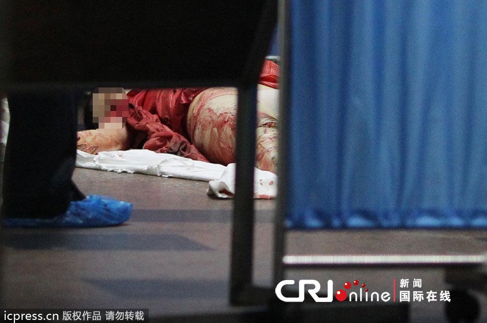 深圳长虹大厦电梯失控 一女孩上半身被卡当场