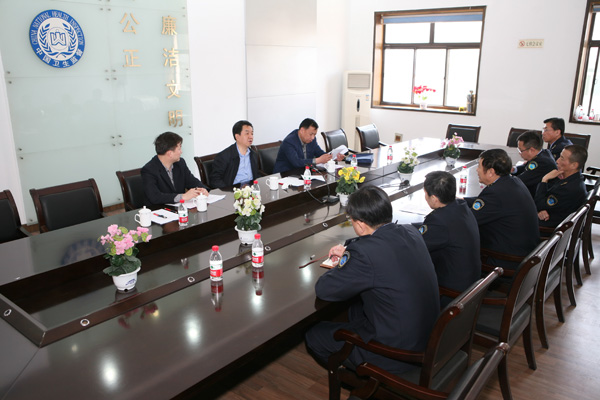 在山西省儿童医院,杨增武书记听取了该院医疗保健