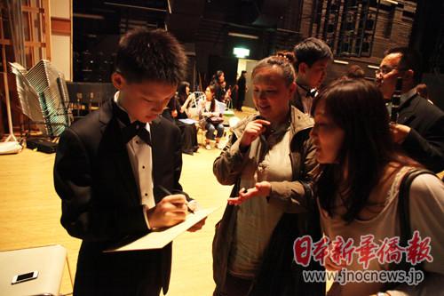 13岁华人钢琴少年日本演奏柴可夫斯基钢琴曲(图)