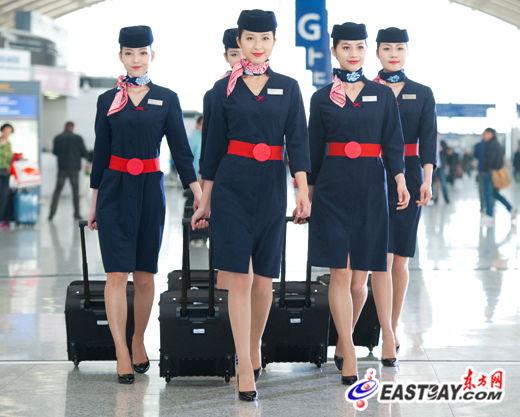 东航5月起更换新制服 改用海军蓝主色调图片