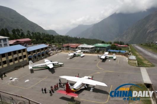 尼泊尔小型飞机坠毁21人受伤