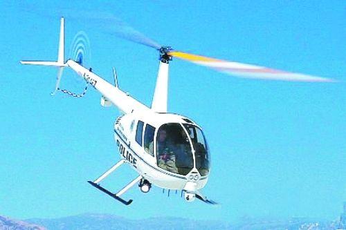 该直升机为白色