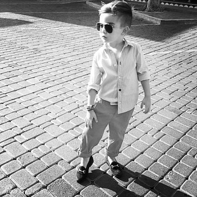 """""""8岁以下的小孩尽量少戴墨镜,一定要戴的话也要戴浅色的."""