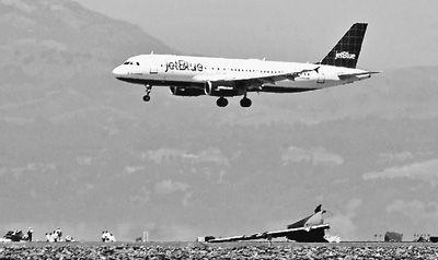 """接受调查飞行员暗指""""飞机故障""""(国际视点·关注韩亚航班失事)"""
