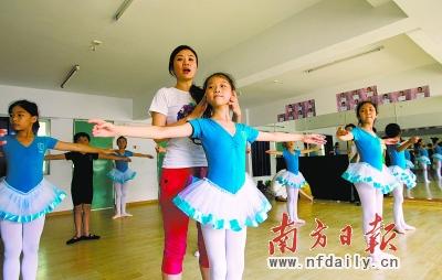 城中村孩子的芭蕾梦图片
