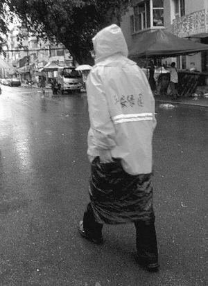 下雨浇湿卡通图片