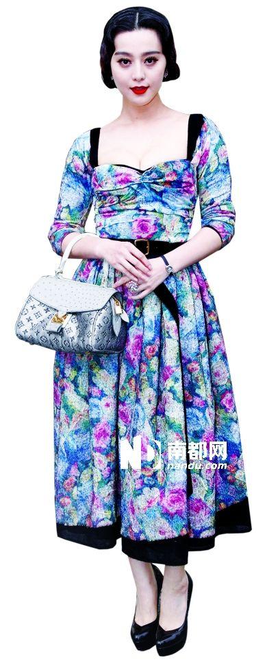 这套充满欧洲古典田园风格的连衣裙无论是印花面料还
