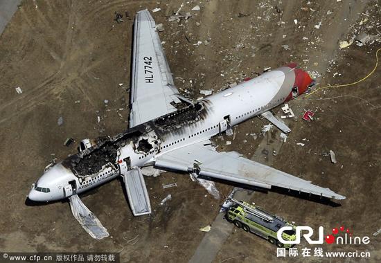 """"""" 另外,4名韩亚航空失事客机的驾驶员已于韩国时间13日早晨6点26分乘b"""