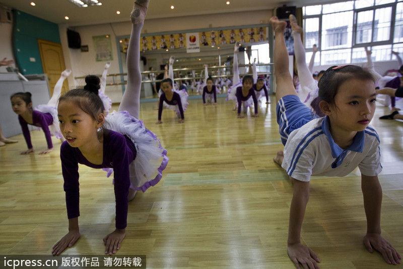 图片故事:城中村孩子美丽芭蕾梦
