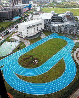 台湾市一跑道爬坡式海蓝色小学新北首见(图)举手表情包小学生图片