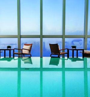 无边泳池早已成为潮流,以没有边框的视觉效果达到泳池与景色融合.