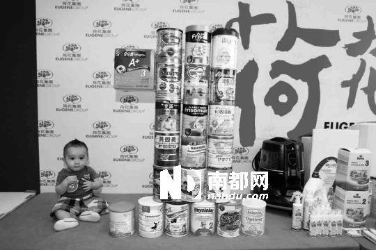 原标题:秩序意识体现社会公平和社会理性   不少内地人去完香港旅游购物后都对当地的排队现象深有感触:排队上地铁、坐巴士、搭的士;漫画展排队等进场、去食肆吃饭排队等叫位,连看场热门电影都要排队至少等候十来分钟,香港是名副其实的排队城市。排队对于香港人来说,已经成为吃饭呼吸这么司空见惯的事情,不少人觉得这体现了社会的整体素质,但也有香港人觉得,排队是商业社会利用羊群心理制造出来的消费表象,追求轰动效应的一种方式。 近日,某日本知名拉面馆在香港开业,更是引发24小时排队潮,甚至造成交通拥堵。香港著名艺人林海峰曾