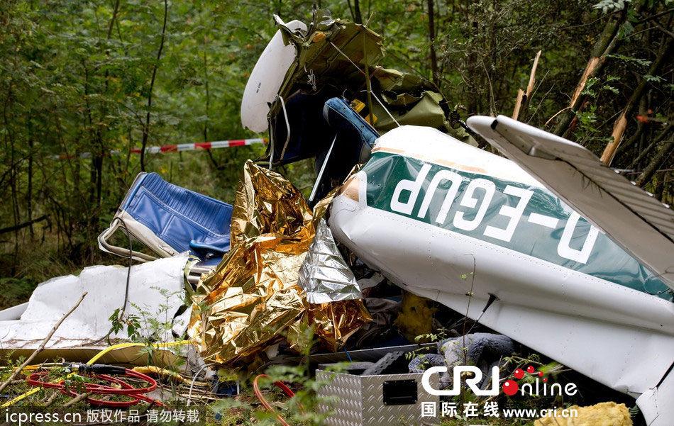 德国一架小型飞机坠毁(高清组图)