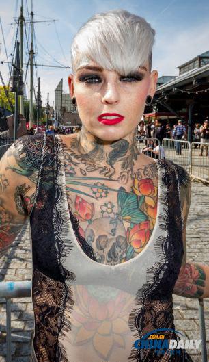 最美女纹身师爆红网络_纹身图案