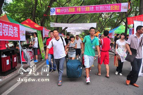 今视网9月6日南昌讯(记者 史玉琨)又是一年各大高校新生报道的日子.