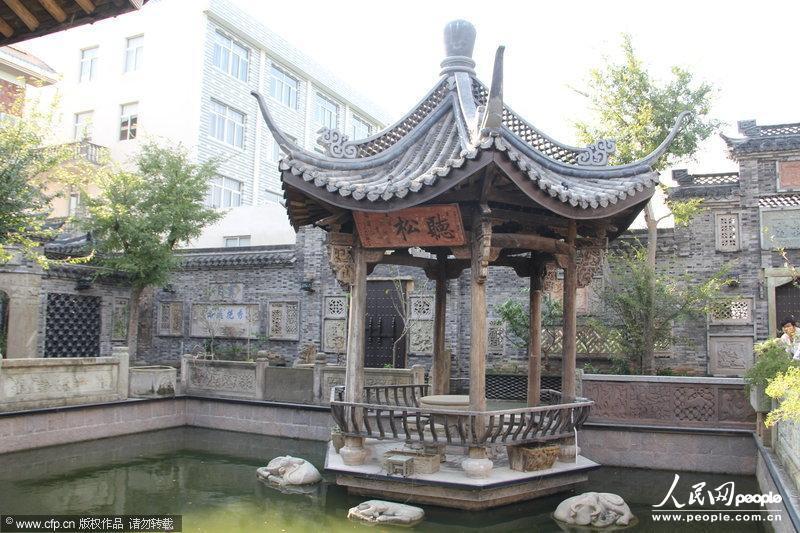 木雕长廊,木结构凉亭……在浙江省台州市温岭市竿北村,一座散发着徽派