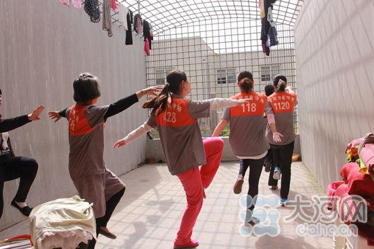 画画跳广场舞 安阳市拘留所在押人员过双节