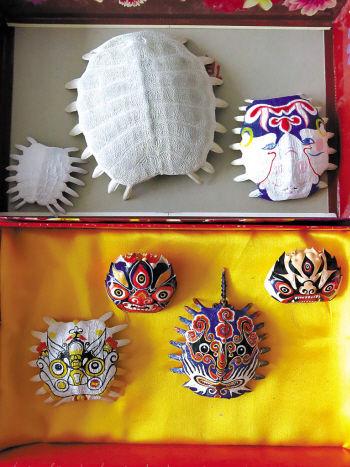 龟甲上画出来的脸谱作品-甲鱼壳上画中国脸谱