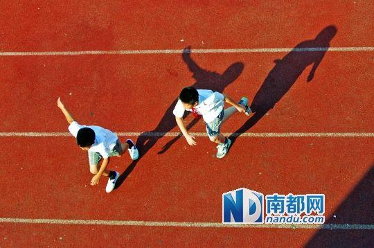 体育课对锻炼学生的身体和品格有重要的作用.
