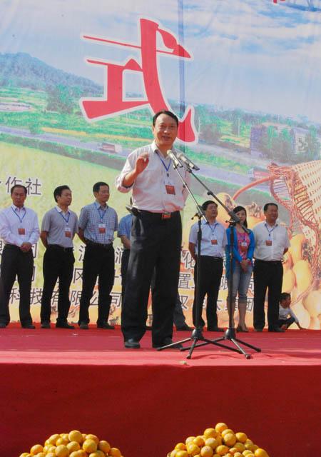 新华社湖北分社副厅级纪检组长方政军代表新闻媒体致辞。