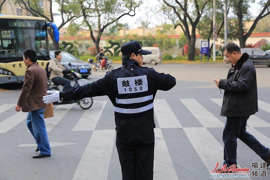 女辅警首日上岗 成福州街头靓丽风景(高清组图)