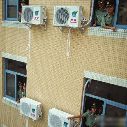 四川大学为江安校区的学生宿舍安装空调.(图片由四川大学提供)-图片