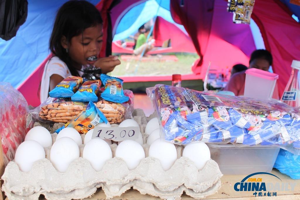 鸡蛋要13比索一个,后面的零食要5比索一小袋。忽然想吃西红柿鸡蛋面了,但是身上只带了人民币,况且,到哪里找西红柿去?