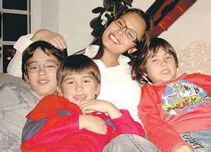 韦唯与三个儿子