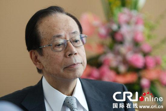福田康夫10日在博鳌亚洲论坛上接受中国国际广播电台记者采访  摄影:黎萌