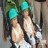 妈妈带着可爱的双胞胎宝宝来到现场感受房交会的热闹气氛