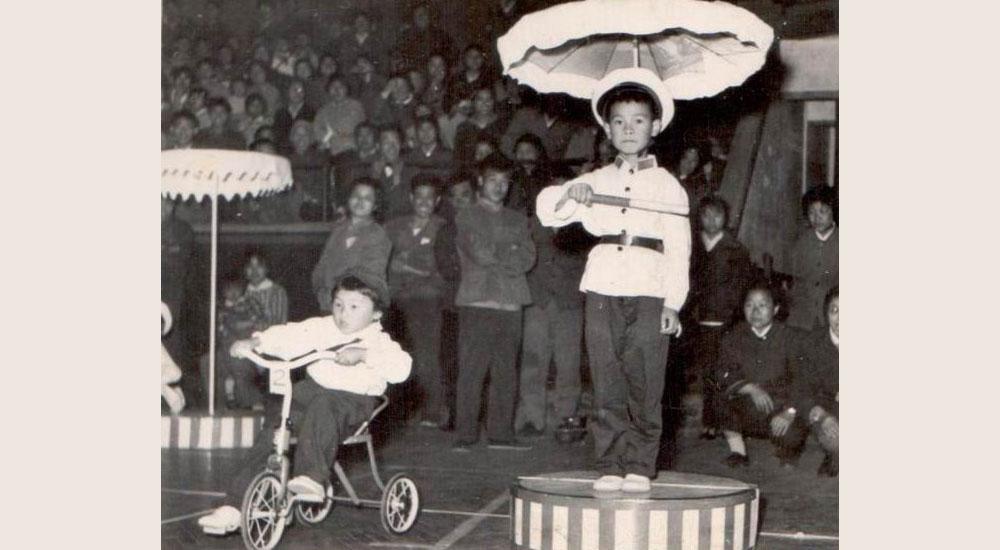 7岁的毛庸昆被选上做了一名小交警